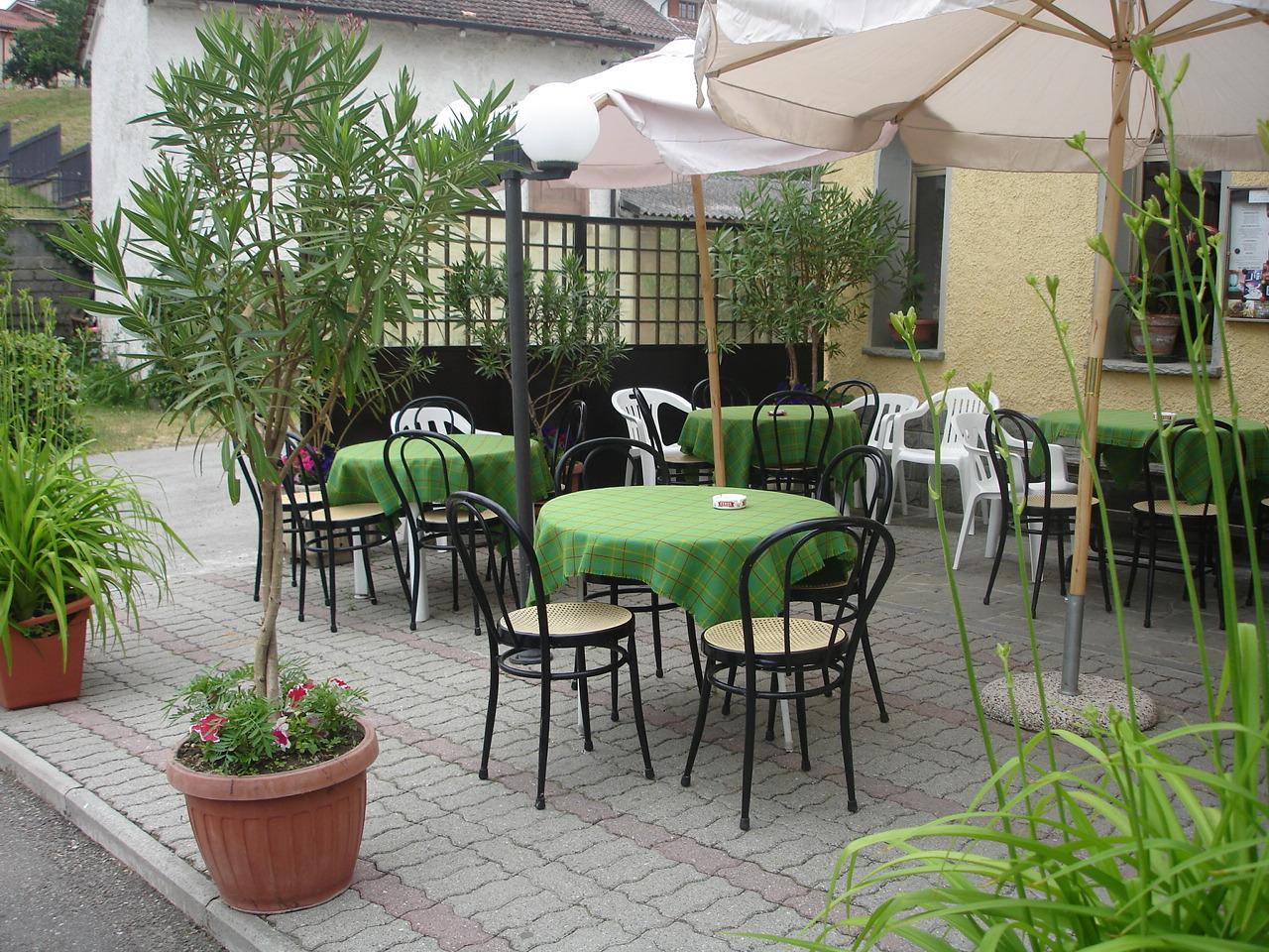 Bar pizzeria albergo ristorante albareto parma for Tavolini esterni